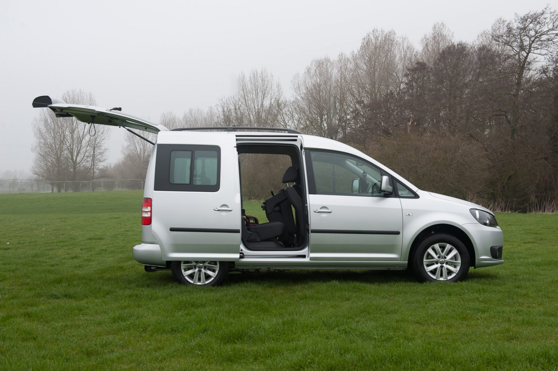 volkswagen caddy maxi life with flexi ramp. Black Bedroom Furniture Sets. Home Design Ideas